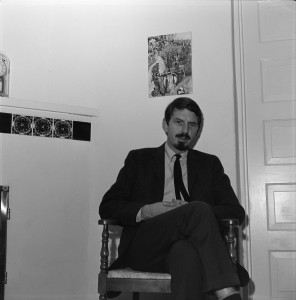 Robert-Creeley_12-1963_by-LaVerne-Harrell-Clark